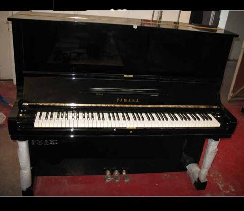 Yamaha U3-Silent פסנתר ימאהה יו3 יפני מקורי עם מנגנון השתקה כמו חדש חיצונית ופנימי במצב מצוין.