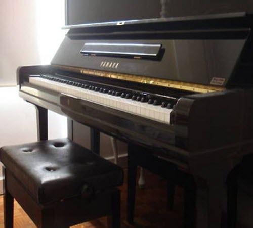 מסודר פסנתר יפני יד שניה (Yamaha U3C) - עולם הפסנתרים DQ-24