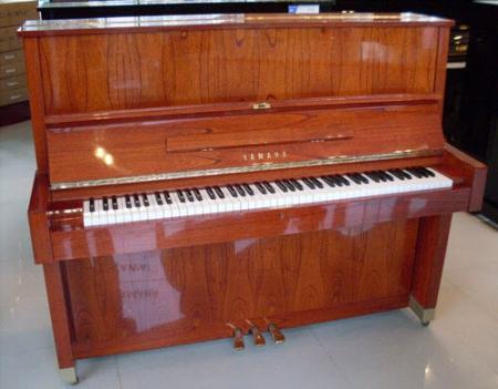 פסנתר עומד יד שניה Yamaha W104